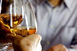 Употребление алкоголя - одна из причин возникновения желудочковой тахикардии