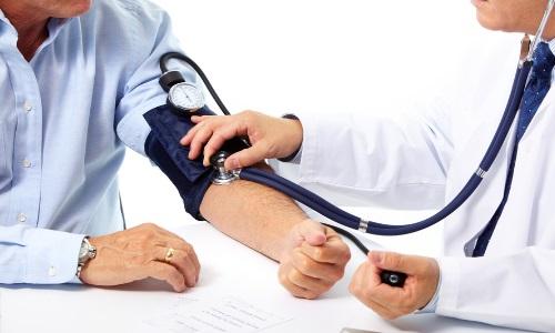Измерение давления при гипертонической болезни